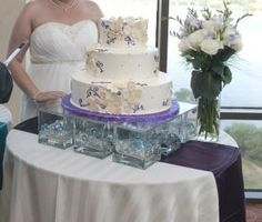 DIY wedding cake stand  This is actually a really good idea  square     Wedding cake stand using 9 heavy glass blocks