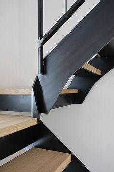 Yves Deneyer - Menuiserie métallique - Ferronnerie Garage Stairs, House Stairs, Steel Stairs, Facade Design, Lombok, Staircases, Lofts, Room, Home Decor