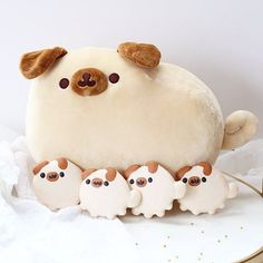 Pugsheen and her macaron pug pups 🐶 thanks for sending me this 🐶 🐱 and other new Pusheen plushie and friends. I can't wait to make more treats out of them💕 Cute Stuffed Animals, Cute Animals, Felt Monster, Softie Pattern, Pusheen Cat, Kawaii Plush, Cute Clay, Cute Japanese, Stuffed Animal Patterns