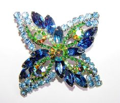DeLizza and Elster Juliana vintage blue and green brooch Rhinestone Jewelry, Vintage Rhinestone, Vintage Brooches, Vintage Costume Jewelry, Vintage Costumes, Vintage Jewelry, Antique Jewelry, Vintage Designs, Jewelery