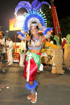 Carnaval 2012 - Carla Prata no Sambódromo do Rio de Janeiro. Brazil Carnival, Music Is Life, Latina, Rio De Janeiro, Beautiful Women, Silver, Step By Step, Brazil, Party