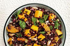Sommerlicher Salat mit Schwarzem Reis, Mango und Orangen. Zum Rezept.