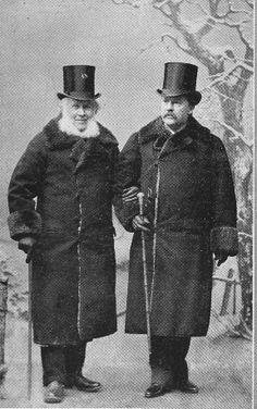 Hedlund och Rydberg i hatten på 1890-talet. (Se, det är en studio – de är fullt påpälsade inomhus!)