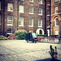#car ? #dreamcar ! #apextemplecourthotel #london #fleetstreet Fleet Street, Dream Cars, Temple, Street View, London, Instagram Posts, Temples, London England