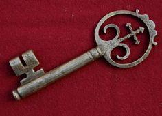 Rare 18th century wrought iron large Spanish ecclesiastical church key (Stephen Wilson)