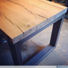 industriele tafel grote robuuste eettafel rvs eiken balken Timber Furniture, Steel Furniture, Industrial Furniture, Wood Steel, Wood And Metal, Diy Esstisch, Door Table, Diy Dining Table, Metal Table Legs