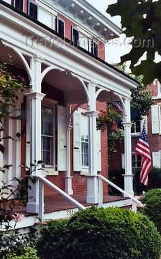 Odessa, Delaware, USA: a town with many colonial homes - porch with American flag - photo by G. Art And Architecture, Architecture Details, Colonial Architecture, American Flag Photos, Beautiful Homes, Beautiful Places, Delaware Usa, Small Town America, Home Porch