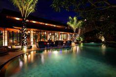 Maca Villas and Spa - Jl. Lebak Sari No 7 Petitenget Seminyak Bali Indonesia - Tel +62 361 739090  - Mase Restaurant at night