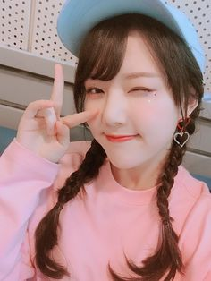 ʚ you're my sweet angel; thanks for existing ɞ Kpop Girl Groups, Korean Girl Groups, Kpop Girls, Sinb Gfriend, Latest Music Videos, Cloud Dancer, Entertainment, G Friend, Girl Bands