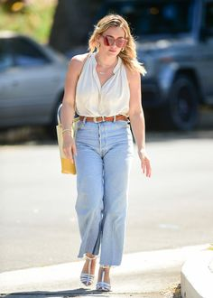 Hilary Duff Photos - Hilary Duff is seen in Los Angeles, California. - Hilary Duff Seen In Los Angeles Fall Outfits, Cute Outfits, Casual Outfits, Hilary Duff Style, Model Outfits, Wide Leg Denim, Kendall Jenner Outfits, Victoria Dress, Casual Street Style