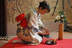 Japanese Geisha, Japanese Beauty, Japanese Art, Japanese Sweets, Traditional Japanese, Japanese Kimono, Japanese Tea House, Japan Garden, Geisha Art