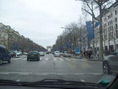 prise de la voiture trop froid pour sortir (a une époque ou on pouvait encore sortir en voiture dans Paris) Paris Champs Elysees, Street View, Going Out, Automobile