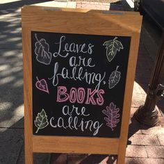 Bookstore chalkboards and window displays. Library Signs, Library Book Displays, Library Books, Free Library, I Love Books, Good Books, Library Inspiration, Library Ideas, Motto
