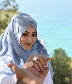 Girl Beach Pictures, Best Couple Pictures, Cute Muslim Couples, Cute Couples, Niqab, October Fashion, Hijab Style Tutorial, Hijab Dpz, Hijabi Girl