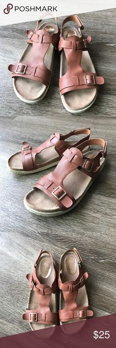 Easy Spirit leather comfortable sandals E Collections (Easy Spirit) brand sandals in Esmelodi style. Extremely comfortable foot beds. Camel tan color. Size 8M. Leather upper. Easy Spirit Shoes Sandals