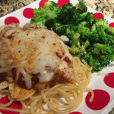 I made Chicken Parm without the parm and a pile (28g) of low fat mozzarella on the top of some leftover grilled chicken I reheated in a pan with the broccoli! There's also 1oz of fat free Greek yogurt hiding under the sauce, that was my first time doing it that way and it was delish!! Oops I forgot to use the fresh basil lol! I'll give the black bean pasta a try this week too 39p 32c 18f