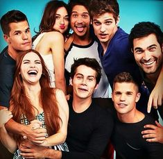Crystal Reed, Tyler Posey, Daniel Sharman, Tyler Hoechlin, Dylan O'Brien and the Carver twins! 50 Examples Of The Cast Of 'Teen Wolf' Being Extremely Attractice Stiles Teen Wolf, Lydia Teen Wolf, Teen Wolf Cast, Aiden Teen Wolf, Teen Wolf Twins, Teen Wolf Allison, Teen Wolf Derek Hale, Teen Wolf Stydia, Scott Mccall
