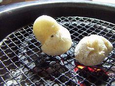 お醤油に柚子ごしょうを添えて焼き餅につける
