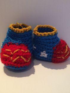 Un favorito personal de mi tienda Etsy https://www.etsy.com/ie/listing/228623837/wonder-woman-baby-boots-crochet-and