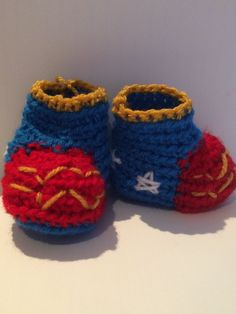 Un favorito personal de mi tienda Etsy https://www.etsy.com/ie/listing/228623837/wonder-woman-baby-boots-crochet-and
