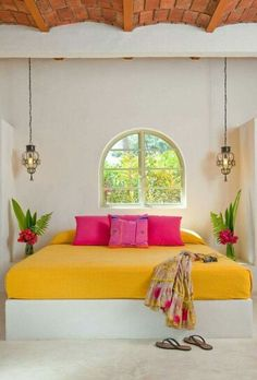 Love the yellow sheet and pink pillow combo