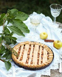 Creative apple pie idea Zucchini Waffles, Cosmo Recipe, Best Apple Pie, Healthy Cheesecake, Plum Cake, Shortcrust Pastry, Apple Pie Recipes, Homemade Pie, Chocolate Decorations