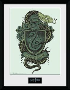 - 30 x 40 cm collectible print - 25 mm thick plastic frame - Shatterproof plastic pane An EMP exclusive!  Do you feel that you belong in Slytherin and hope the Sorting Hat will take your wish into consideration? You'll find this stylish collectible print of the Slytherin coat of arms from Harry Potter exclusively at EMP. The print comes in a shatterproof plastic frame.