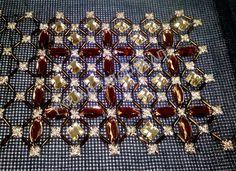 Μαύρος καμβάς σταυροβελονιά με χρυσό νήμα και πετρούλες. Γιούλη Μαραβέλη-Χαλκίδα.Τηλ:22210 74152 Cross Stitch Patterns, Embroidery Designs, Brooch, Places, Hardanger, Tutorials, Brooches, Counted Cross Stitch Patterns, Punch Needle Patterns