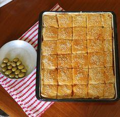 """פשטידת סבתות מהילדות מצרכים : לבצק 1/4 5 כוסות קמח 1/2 כוס שמן 200 גרם מחמאה כפית מלח כוס מים למילוי: 200 גרם גבנ""""צ... Cheese Recipes, Cake Recipes, Dessert Recipes, Cooking Recipes, Desserts, Mini Pies, Biscotti, Allrecipes, Food Art"""