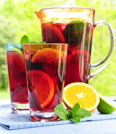 Fat Fast Shrinking Signal - Ponche de frutas - Do This One Unusual Trick Before Work To Melt Away Pounds of Belly Fat Refreshing Drinks, Summer Drinks, Fun Drinks, Party Drinks, Summer Sangria, Summer Bbq, Summer Fruit, Summer Garden, Mixed Drinks