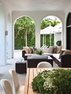 Resort-Style Loggia | photo Kim Sargent | design Sloan Mauran | House & Home