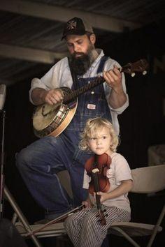 Appalachian dad & daughter: banjo and fiddle Folk Musik, Appalachian People, Appalachian Mountains, Mountain Music, Mountain Living, Street Musician, Barn Dance, Bluegrass Music, Dad Daughter
