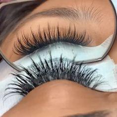 Wispy Eyelashes, Perfect Eyelashes, Natural Eyelashes, Mink Eyelashes, Schönheitssalon Design, Eyelash Extensions Salons, Natural Looking Eyelash Extensions, Eyelash Technician, False Lashes