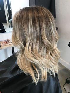 50 Impressive Blonde Balayage Hairstyles Ideas In Year 2019 Brown Hair Balayage, Brown Hair With Highlights, Brown Blonde Hair, Light Brown Hair, Hair Color Balayage, Medium Blonde, Balayage Hair Blonde Medium, Blonde Balayage Highlights, Bayalage