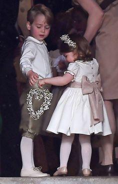 Le prince George et la princesse Charlotte au mariage de Pipa Middelton .