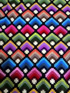 Discover thousands of images about Crochet afghan inspiration. Bargello Patterns, Granny Square Crochet Pattern, Crochet Stitches Patterns, Crochet Squares, Bargello Needlepoint, Crochet Bedspread Pattern, Crochet Quilt, Crochet Afghans, Crochet Motif