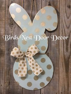 Easter bunny door hanger in soft blue with metallic gold polka dots, complete with a polka dot bow! Back is painted the same soft blue . Crafts For Teens To Make, Crafts To Do, Diy Crafts, Easter Projects, Easter Crafts, Easter Decor, Colegio Ideas, Shower Bebe, Diy Wreath