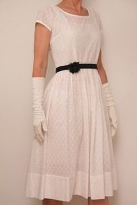 Cute and simple 50s broderie anglaise dress - for a simple wedding? Vintagefashion.dk
