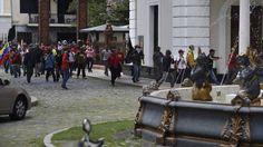 Venezuela: Grupos de choque chavistas asaltan el Parlamento y hieren a varios diputados | Internacional | EL PAÍS