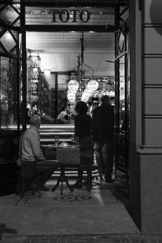Toto Wine Bar .