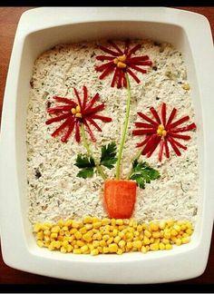 Ehető virágok, azaz kreatív hidegtál ötletek | Konyhalál Salad Design, Food Design, Appetizers For Party, Appetizer Recipes, Cute Food, Good Food, Homemade Popsicles, Vegetable Carving, Food Garnishes