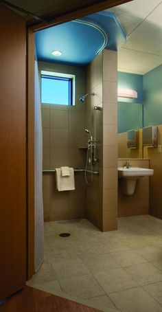 Grab bars, toilets, and sinks are typically designed to withstand up to 5,000 pounds in bariatric patient bathrooms. Although fixture selection is more limited, options are available to create hospitality-inspired designs. Photo: © Michael Peck.