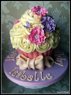 Pretty Giant Cupcake---These cakes are so versital, can be done in any color or type of flower.
