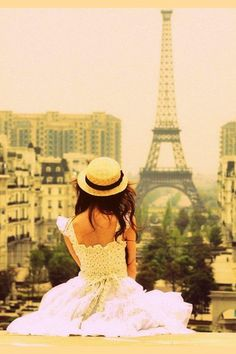 sit in front of the tower. in this cute outfit. (:. AH my dream!