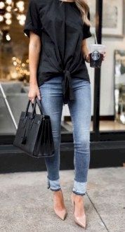 34 Inspiring Women Spring Jeans Outfit Ideas For Work - Jeans are a cutting edge style image of note yet they've been around for quite a long time. The word 'Jeans' originates from the French expression sig. Outfit Jeans, Jeans Shoes, Trendy Summer Outfits, Spring Outfits, Outfit Summer, Look Fashion, Trendy Fashion, Fashion Women, Office Fashion