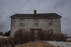 Lost Along the Way by Steven Campbell Great abandoned older home found in Holyrood, Newfoundland. Looks to be all original from the time it was built. Old Buildings, Abandoned Buildings, Abandoned Places, Newfoundland Canada, Newfoundland And Labrador, Derelict House, Ocean Sounds, Beautiful Sites, Haunted Places