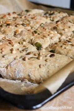 Jos mieli tekee tuoretta leipää, ei tämän helpommalla enää pääse. Sekoitus, kohotus ja uuniin! Kuolasin jo talvella Omenaminttu-blogin peltileipää, mutta sain vasta nyt aikaiseksi leivottua sitä… Yummy Healthy Snacks, Easy Delicious Recipes, Healthy Baking, Yummy Food, I Love Food, A Food, Good Food, Food And Drink, Savoury Baking