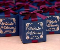 50 Wedding bonbonniere with satin ribbon, bow & gold foil personalized - Navy Blue & Wine Burgundy wedding boxes for candies or favors for your wedding Candy Wedding Favors, Wedding Favor Boxes, Wedding Favors For Guests, Wedding Gifts, Our Wedding, Wedding Souvenir, Green Wedding, Wedding Venues, Luxury Wedding