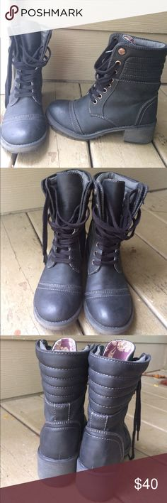 Roxy Charley Combat Boots Worn a few times❤️ vegan leather ❤️ can fit up to size 7.5 Roxy Shoes Combat & Moto Boots