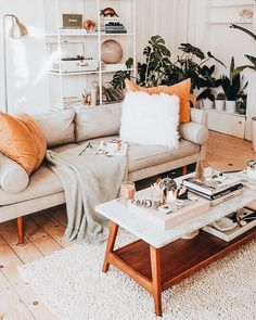 Cozy boho living room space, bookshelf ideas coffee table and cozy pillows and throws. Cozy boho living room space, bookshelf ideas coffee table and cozy pillows and throws. Boho Living Room, Apartment Living, Home And Living, Bohemian Living, Modern Bohemian, Bohemian Decor, Studio Apartment, Bohemian Beach, Cosy Apartment